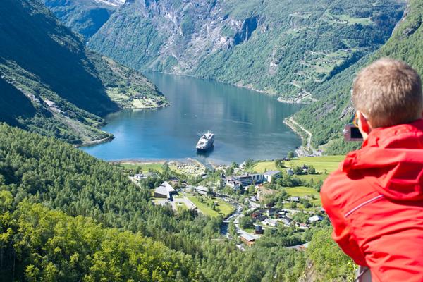 Utsikt over Geiranger fra Flydalsjuvet